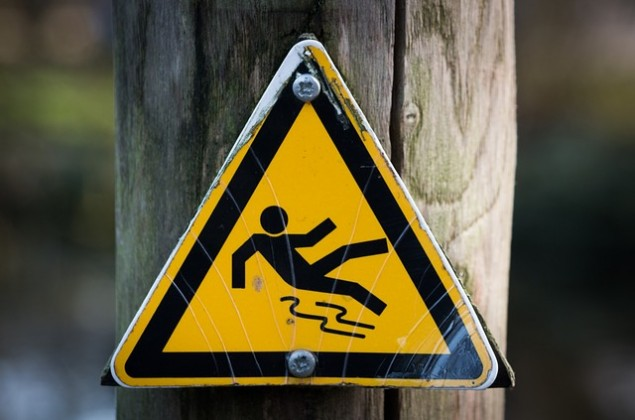 slippery-637562_640